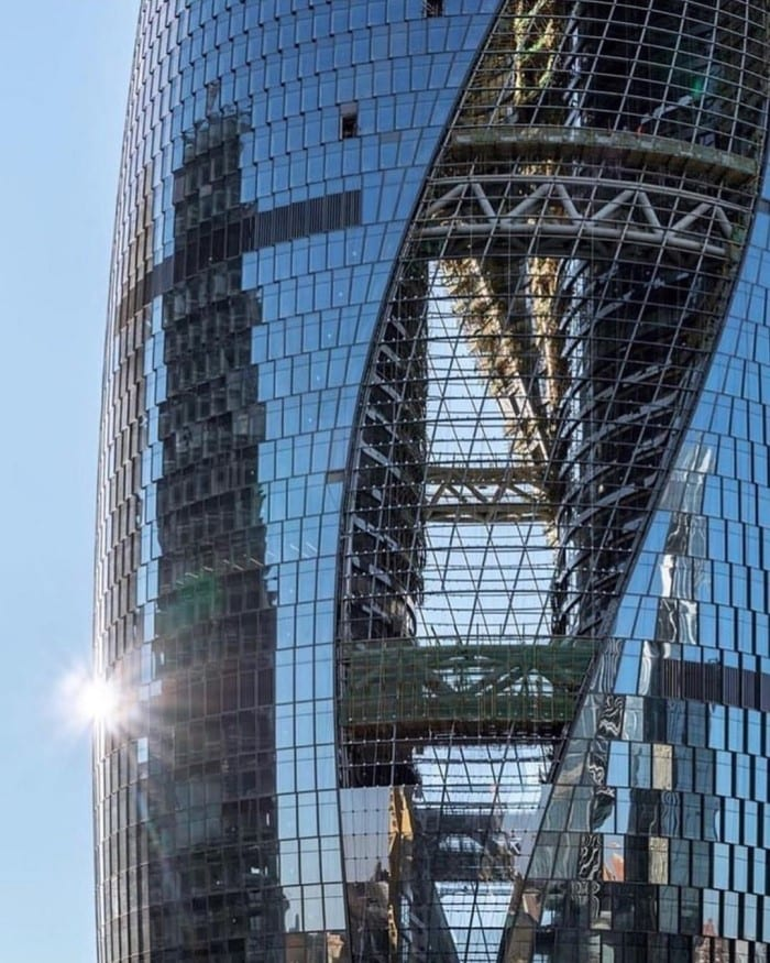 leeza soho tower skybridge