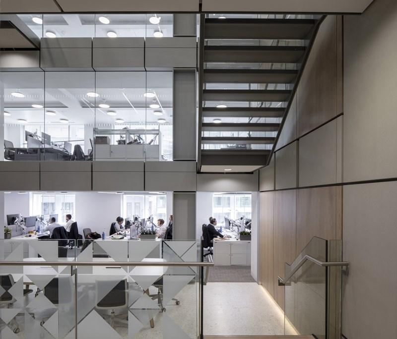 Immagine a colori che mostra gli interni degli uffici del Palazzo del Financial Times a Londra